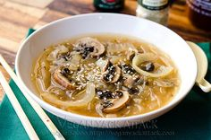 Mushroom Onion Miso Soup - super low-fat from Vegan Yack Attack Soup Recipes, Whole Food Recipes, Vegetarian Recipes, Healthy Recipes, Fast Recipes, Lunch Recipes, Green Lentil Salad, Curry, Clean Eating