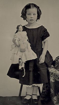 Ambrotype Little Girl with Her Large Doll Circa 1860 Vintage Children Photos, Children Images, Vintage Girls, Vintage Pictures, Victorian Photos, Victorian Dolls, Antique Photos, Antique Dolls, Les Enfants Sages