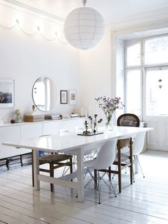 white dining room nice deco lights on the wall White Wooden Floor, Wood Floor, Home Interior, Interior Design, Interior Stylist, Design Design, Modern Interior, House Design, Sweet Home