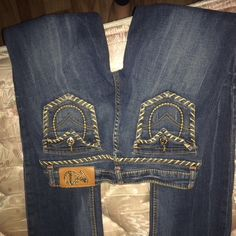 Vo jeans size 7 Super cute like new size 7 Vo jeans Jeans Boot Cut