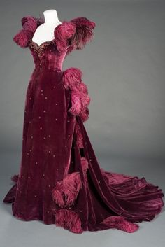 Vivien Leigh's velvet gown in 'Gone With the Wind', 1939