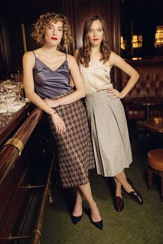 The A-line, refined cut and slit on both sides skirt Mary, made of comfortable wool jersey, captivates with a 'pied-de-poule' embroidery made of lurex. Slip on like sweatpants but feel dressed like for a business appointment!  Suzanne is a skilfully cut skirt with pleats in an A-line. The folds are sewn so that they fit perfectly at all times, even out of the case! The wool herringbone is decorated with micro-plates that shimmers discreetly with every movement. An absolute understatement…