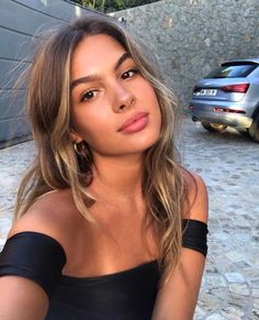 Popular Balayage Hair Looks Women - Othence Brown Hair With Highlights, Golden Highlights, Color Highlights, Highlighted Hair For Brunettes, Brown Hair Inspo, Natural Blonde Highlights, Natural Looking Highlights, Brunette Highlights, Brown Hair Colors