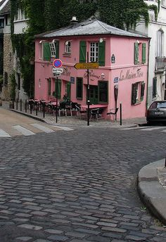 Where Picasso was believed to sketch pictures of waitresses in an effort to charm them in exchange for free food.