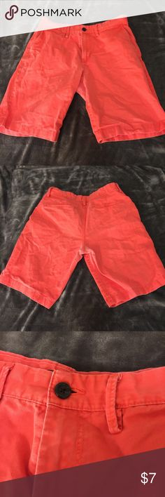 Gap khakis shorts Gap - khakis shorts - bright - perfect for summer/spring - very fraternity like - color coral - size US 31 GAP Shorts Cargo