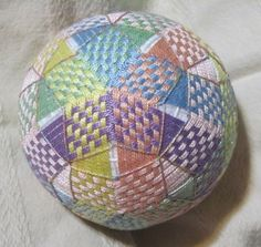 From Glenna - [someone else's caption] - Temari ball Wool Mats, Temari Patterns, Glass Floats, Origami, Quilted Ornaments, Thread Art, Flower Ball, Ribbon Art, Paper Quilling