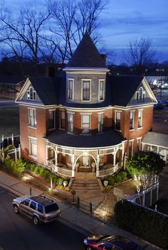 Baker House Bed & Breakfast ~ The Baker House offers a delightful mixture of Southern hospitality and Victorian elegance in the vibrant setting of the Argenta Historic District of North Little Rock