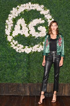 alexa-chung-90-s-young-hollywood-in-los-angeles-08-28-2017-12.jpg 1,280×1,918 pixeles