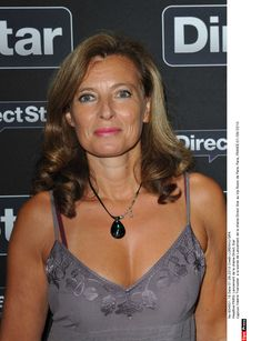 Valérie Trierweiler : Taclée par Carla Bruni ! Carla Bruni Sarkozy, Camisole Top, Tank Tops, People, Beauty, Women, Fashion, First Ladies, Women's