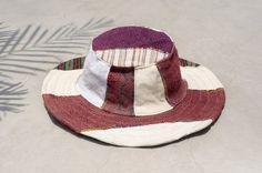 剛剛逛 Pinkoi,看到這個推薦給你:情人節 民族拼接手織棉麻帽 / 針織帽 / 漁夫帽 / 遮陽帽  - 日系民族風手織棉麻 ( 限量一件 ) - https://www.pinkoi.com/product/BF2Z23WX