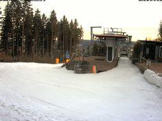 Sonne, knapp 2 Grad und die Piste steht!# SkiArenaEibenstock Alle Kurse finden statt, Zauberteppich und Adlerfelsenbahn von 9 bis 18 Uhr geöffnet! Das gilt auch für Dienstag!