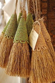 Vetiver, a brand introduced in a Green Marketing Class, initially known for crop management. Was discovered that it has the ability to absorb unwanted toxins in polluted areas. The roots of vetiver by the way smell good; Glands, Passementerie, Needlework, Tassels, Diy And Crafts, Burlap, Weaving, Textiles, Crafty