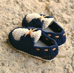 Most Beautiful Baby Boots Booties Crochet, Crochet Baby Boots, Crochet Baby Clothes, Crochet Shoes, Crochet Slippers, Baby Bootees, Baby Shoes Pattern, Rangers, Baby Slippers