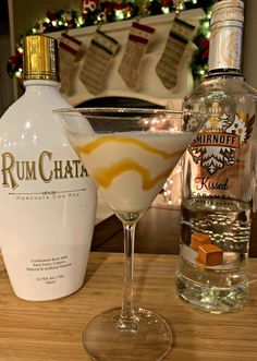 Salted Caramel Martini This flavorful drink combines RumChata with Caramel Vodka for a combination that will please anyone! Only a few ingredients needed enjoy! The post Salted Caramel Martini appeared first on Getränk. Liquor Drinks, Cocktail Drinks, Fun Drinks, Yummy Drinks, Cocktail Recipes, Lemonade Cocktail, Fall Cocktails, Dessert Drinks, Beverages