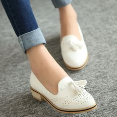 2015 comfortable low-heeled fashion vintage Oxfords shoes gentlewomen pointed toe shoes for women - Casual Shoes - Dressy Shoes, Cute Shoes, Me Too Shoes, Casual Shoes, Work Casual, Daily Shoes, New Shoes, Shoes Heels, Black Louboutin Heels