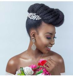 How to style afro kinky hairstyles for Afro carribean women with natural hair. From big afro styles, curly twist outs, afro up-do's and Natural Bridal Hair, Natural Hair Updo, Bridal Hair And Makeup, Natural Hair Styles, Natural Hair Brides, Natural Hair Accessories, Curly Wedding Hair, Hairdo Wedding, Wedding Hairstyles For Long Hair