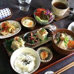 日本人のごはん/お弁当 Japanese meals/Bento so beautiful Bento Recipes, Cooking Recipes, Healthy Recipes, Think Food, Love Food, Plate Lunch, Japanese Dishes, Japanese Food, Japanese Meals