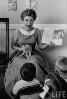 Look how feminine this teacher is dressed!  1950's