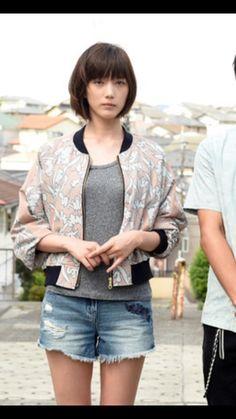 Tsubasa Honda, Asian Short Hair, Leg Thigh, Japan Fashion, Cut And Color, Bob Hairstyles, Asian Girl, Fashion Beauty, Short Hair Styles