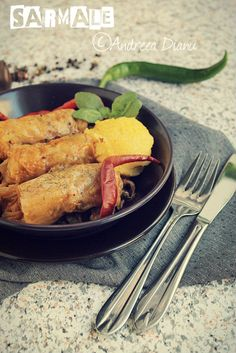 Sarmale in foi de varza acra Cabbage Rolls, Thai Red Curry, Chicken, Meat, Ethnic Recipes, Food, Eten, Meals, Cubs