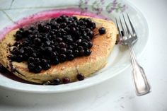 Love this pancake recipe! Super high in protein = great post-workout breakfast :D  Oatmeal pancakes:  Ingredients:   1 cup old fashioned rolled oats  1/2 cup low- fat cottage cheese  2 large eggs  1 tsp vanilla extract  1 cup blueberries  Cooking spray  Directions:   Combine all ingredients, except blueberries, and process until smooth. Stir in the blueberries (or reserve to add on top!). Cook like you'd cook a normal pancake. Post Workout Breakfast, Oatmeal Pancakes, Rolled Oats, Large Egg, Low Calorie Recipes, Cottage Cheese, Candy Recipes, Blueberries, 1 Cup