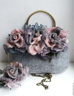 Afbeeldingsresultaat voor How to make this Crochet Felted Flower Bag Pattern Tutorial. The three-dimensional detail of this bag is gorgeousFelted Wool Purse with roses and hat. Felt Flowers, Fabric Flowers, Felt Purse, Fabric Handbags, Flower Bag, Denim Bag, Vintage Purses, Quilted Bag, Felt Art
