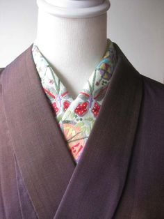 kimono collar with bamboo leaves, butterflies, plum flowers, etc. embroidered in Vietnam
