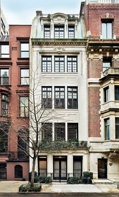 Limestone townhouse in Lenox Hill (Upper East Side), facade by Henry Pelton circa 1917, renovated completely in 2005 by Peter Pennoyer Architects.