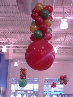 """Honda Christmas Design - Balloon Man LLC #holidayballoons #customdesigns - Create a colorful and professionally designed """"welcome"""" for your customers"""