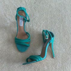 HP - Steve Madden - Green Leather Upper Excelent condition. The heel is 4 1/2 inches. Steve Madden Shoes
