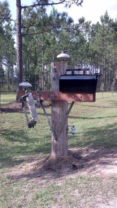 Power Pole/Lineman Mailbox - Want! Lineman Love, Power Lineman, Diy Mailbox, Mailbox Ideas, Wood Walker, Lineman Tattoo, Electrical Lineman, Journeyman Lineman, Cool Mailboxes