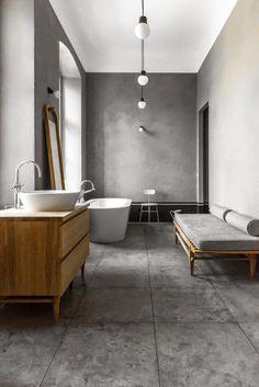 Berlin / Une salle de bain grise /