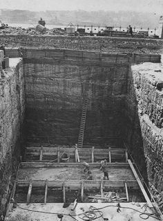 Foundations of the Sydney Harbour Bridge (year unknown). Sydney Skyline, Sydney City, Harbor Bridge, Sydney Harbour Bridge, Australian People, Sacred Architecture, Modern Pictures, Historical Images, Local History