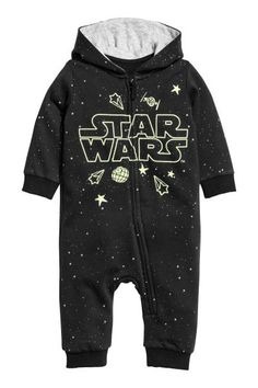 All-in-one suit in soft sweatshirt fabric with a glow-in-the-dark print and a jersey-lined hood. Zip down the front that continues down one leg and ribbing