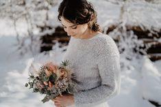 HOCHZEIT SHOOTING IM WINTER WONDERLAND Ich lieben Hochzeiten in der schneebedeckten Jahreszeit und freue mich Euch heute dieses Winter Shooting vorzustellen mit der lieben Sarah. Fotograf @marcopalmer_photography Hair & Make-up | @handhaarbeit Brautkleid | @elas_braeuteBlumen | @designundfleur #winterhochzeit #winterbrautkleid #hochzeitfotograf #brautkleidshooting #hochzeitsfotograf #destinationwedding #brautkleid #hochzeitskleid Wedding Gifts, Wedding Day, Top Wedding Trends, Wedding Accessories, Personalized Gifts, Photographers, Reception, Wedding Photography, Bridesmaid