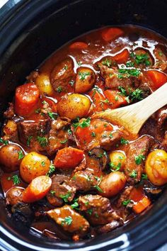 Slow Cooker Beef Bourguignon: 5 slices bacon, 3 lbs boneless beef chuck, 1 cup red cooking wine, 2 c Beef Bourguignon Slow Cooker, Bourguignon Recipe, Ina Garten Beef Bourguignon, Crock Pot Recipes, Slow Cooker Recipes, Cooking Recipes, Budget Cooking, Fall Crockpot Recipes, Stew Meat Recipes