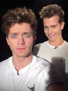 this would be me if i was standing behind connor but his face would look even more terrified. haha i love them, xo.