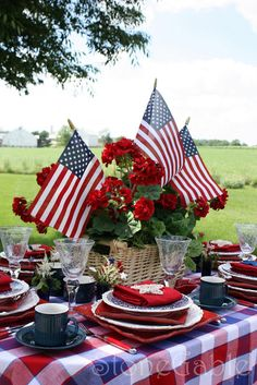 StoneGable: Memorial Day Table great table setting. 4th of July would be great too