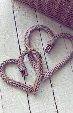 313 отметок «Нравится», 52 комментариев — корзины сумки коляски короба (@vasiliv_olesya) в Instagram: «комплИмент и комплЕмент ⠀ в чем разница? 🤔 ⠀ КомплИмент с французского - приятные слова в чью-то…» Home Crafts, Diy And Crafts, Arts And Crafts, Samhain Wicca, Weaving Textiles, Valentines Day Gifts For Him, Macrame Knots, Basket Weaving, Textile Art