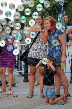 Bignatov Studio, Mirror Culture, CDs and netting. Shimmering community quilt of recycled CDs woven in Bulgaria (Video) : TreeHugger. Great inspirational example of art and using non traditional materials. Group Art Projects, Collaborative Art Projects, Recycled Cds, Recycling, Dot Day, Diy Birthday Decorations, Interactive Art, Art Festival, Light Art