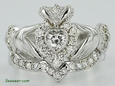 claddagh engagement ring & wedding band set---  heads up people if I ever find someone who wants to marry me tell the guy to get me something like this. I want this!! ;) haha