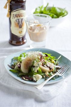 Amarula poached pears and blue cheese salad (will go great with braai steak) Pear And Blue Cheese Salad, South African Recipes, Ethnic Recipes, Come Dine With Me, Pear Salad, Poached Pears, Dinner Themes, Tasty, Yummy Food