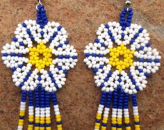 Mexican Huichol Beaded Flower Earrings by Aramara on Etsy Seed Bead Jewelry, Seed Bead Earrings, Flower Earrings, Etsy Earrings, Beaded Earrings Patterns, Beading Patterns, Crochet Earrings, Mexican Jewelry, Loom Beading