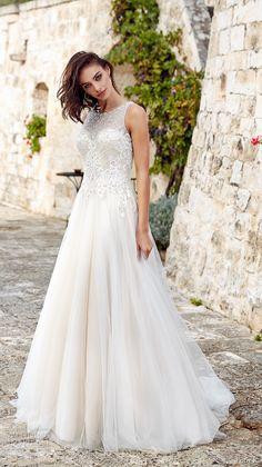Hochzeitskleid us Tüll und Spitzen Elementen, ärmellos, bodenlang, weiß