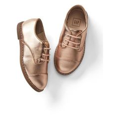 Gap Metallic Oxfords (469.835 IDR) ❤ liked on Polyvore featuring shoes, oxfords, regular, rose gold, oxford shoes, leather upper shoes, laced up shoes, lace up oxfords and almond toe shoes