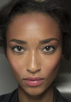 Anais Mali en backstage du defile Dolce & Gabbana 2014 http://www.vogue.fr/beaute/en-coulisses/diaporama/en-backstage-du-defile-dolce-gabbana-printemps-ete-2014-fashion-week-milan/15348/image/846890