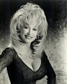 Photo of Dolly Parton with big hair and big boobs Dolly Parton Wigs, Dolly Parton Young, Dolly Parton Pictures, Look 80s, Texas Hair, Linda Ronstadt, Sexy Older Women, Hello Dolly, Female Singers