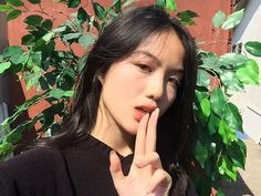 Feast on my duality😩 - - - What's a small habit that you have? Pretty Korean Girls, Cute Korean Girl, Asian Girl, Minimal Makeup, Natural Makeup Looks, Cute Beauty, Poses, Girl Crushes, Ulzzang Girl