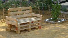 https://flic.kr/p/fL8CWw | Taller de mobiliario urbano reciclado | El banco en su ubicación provisional, al lado de los frutales y en la zona de sombra del huerto