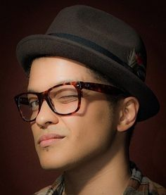 a496b419b8e Bruno Mars looks good in those Ray Bans too! Bruno Mars